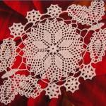 kelebek motifli dantel tepsi örtüsü modeli