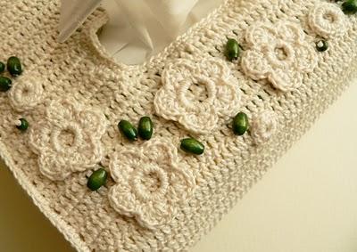 krem rengi çiçekli dantel peçetelik örneği