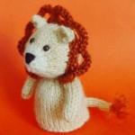 kremrengi aslan figürlü örgü parmak kukla modeli