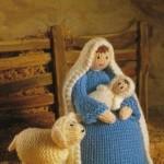 kucağında bebği ve köpeğiyle örgü kız oyuncak modeli