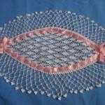kurdaleli oval dantel tepsi örtüsü modeli