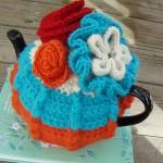 mavi çiçek desenli örgü çaydanlık kılıfı modeli