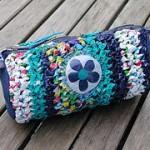 mavi çiçekli örgü kalemlik modeli