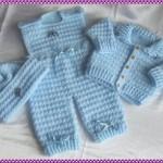 mavi örgü bebek tulumu ve hırkası