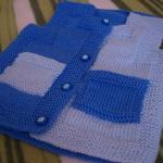 mavi beyaz cepli iki renkli örgü bebek süveteri modeli