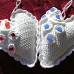 mavi kırmızı boncuk süslemeli kalpli anahtarlık modelleri