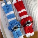 mavi kırmızı kedili örgü ayraç modeli