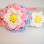 mavi pembe çiçek desenli örgü taç modeli