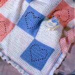 mavi pembe kalp motifli örgü bebek battaniyesi