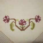 mor çiçek işlemeli hesap işi örtü modeli