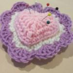 mor pembe kalpli örgü iğne yastığı modeli