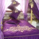 mor renkli maraş işi yatak örtüsü modeli