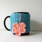 pembe çiçek desenli örgü bardak kılıfı modeli