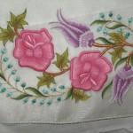 pembe çiçek desenli makina nakışı modeli