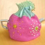 pembe çiçek işlemeli örgü çaydanlık kılıfı modeli