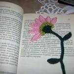 pembe çiçekli örgü ayraç modeli