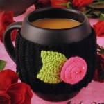 pembe çiçekli örgü bardak kılıfı modeli
