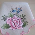 pembe çiçekli kumaş boyama örneği