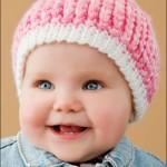 pembe beyaz çok şirin örgü bebek beresi modeli