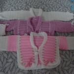 pembe beyaz iki renkli örgü bebek süveter modelleri