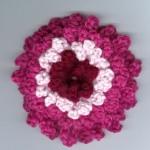 pembe beyaz katmerli örgü çiçek modeli