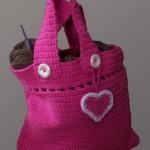 pembe kalp motifli örgü çanta modeli