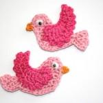 pembe uçan kuşlar desenli örgü aplike modeli
