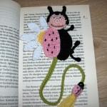 pembe uğur böcekli örgü kitap ayracı modeli