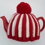 ponponlu kırmızı beyaz örgü çaydanlık kılıfı modeli