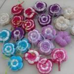 rengarenk çiçek desenli örgü iğne yastıkları