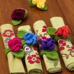 rengarenk çiçek desenli örgü peçete halkaları