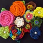 rengarenk çiçek desenli örgü taç örneği