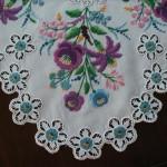 rengarenk çiçek işlemeli çin iğnesi modeli