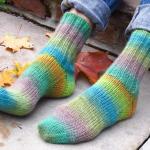 rengarenk akıllı ipten örgü çorap modeli