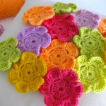 rengarenk minik sevimli örgü çiçek modelleri