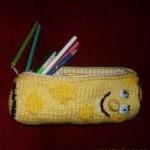 süngerboblı sarı örgü kalem cüzdanı modeli