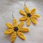 sarı çiçek desenli örgü küpe modeli