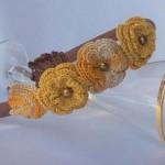 sarı çiçek desenli örgü taç modeli