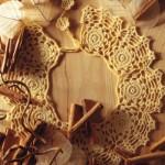 sarı çiçek motifli dantel yaka modeli