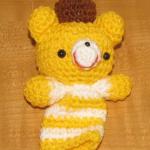 sarı beyaz ayıcıklı örgü parmak kukla örneği