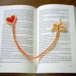 sarı kalp desenli örgü kitap ayracı modeli
