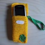 sarı yeşil çiçekli örgü telefon kılıfı