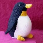 sevimli örgü oyuncak penguen örneği