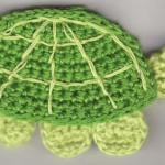 sevimli kaplumbağa desenli örgü aplike modeli