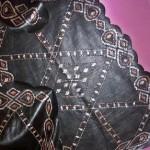 siyah kumaş üzerine tel kırma işleme modeli