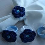tüllü mavi çiçek desenli örgü peçete halkası