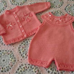 turuncu örgü bebek tulumu ve hırkası