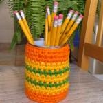 turuncu yeşil renkli örgü kalemlik modeli