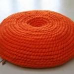 turuncu yuvarlak çok şık örgü puf modeli