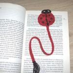 uğur böcekli örgü kitap ayracı modeli